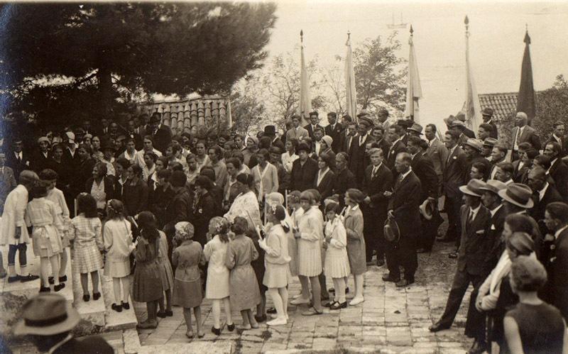 1935-Mlini-skup-ispred-crkve